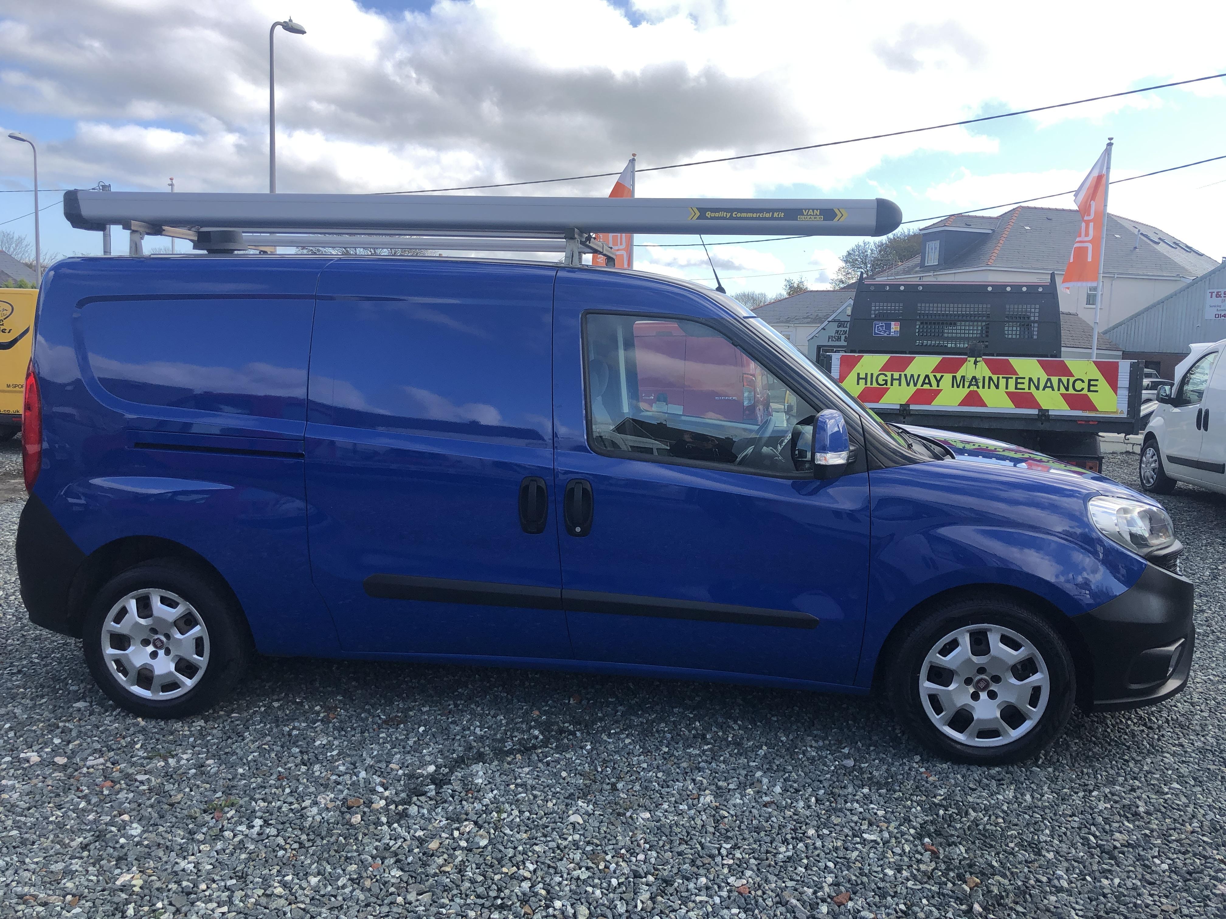 Superficie lunar Formular Ligeramente  Vans for Sale in Pembrokeshire